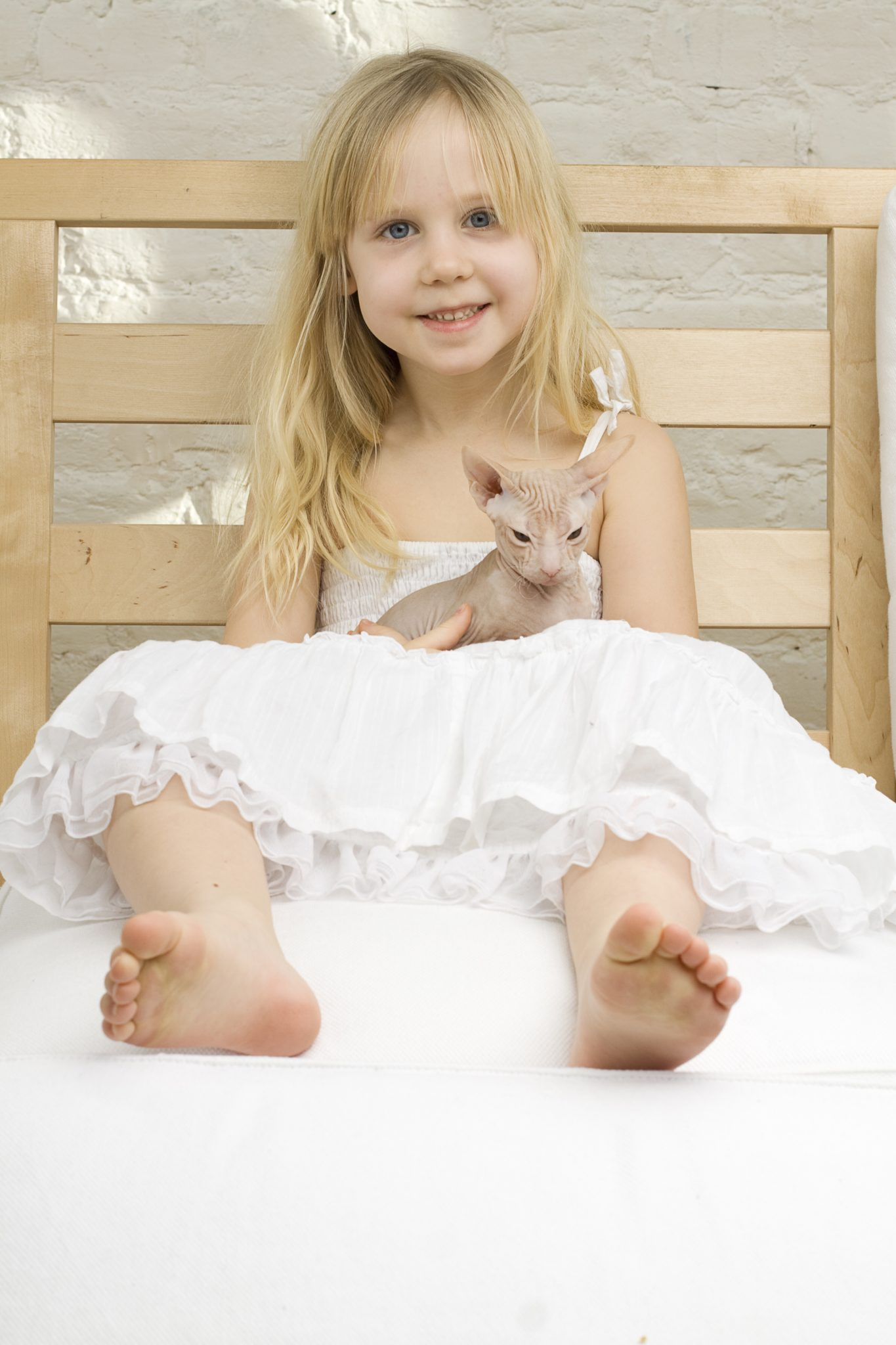 Little girl with kitten.